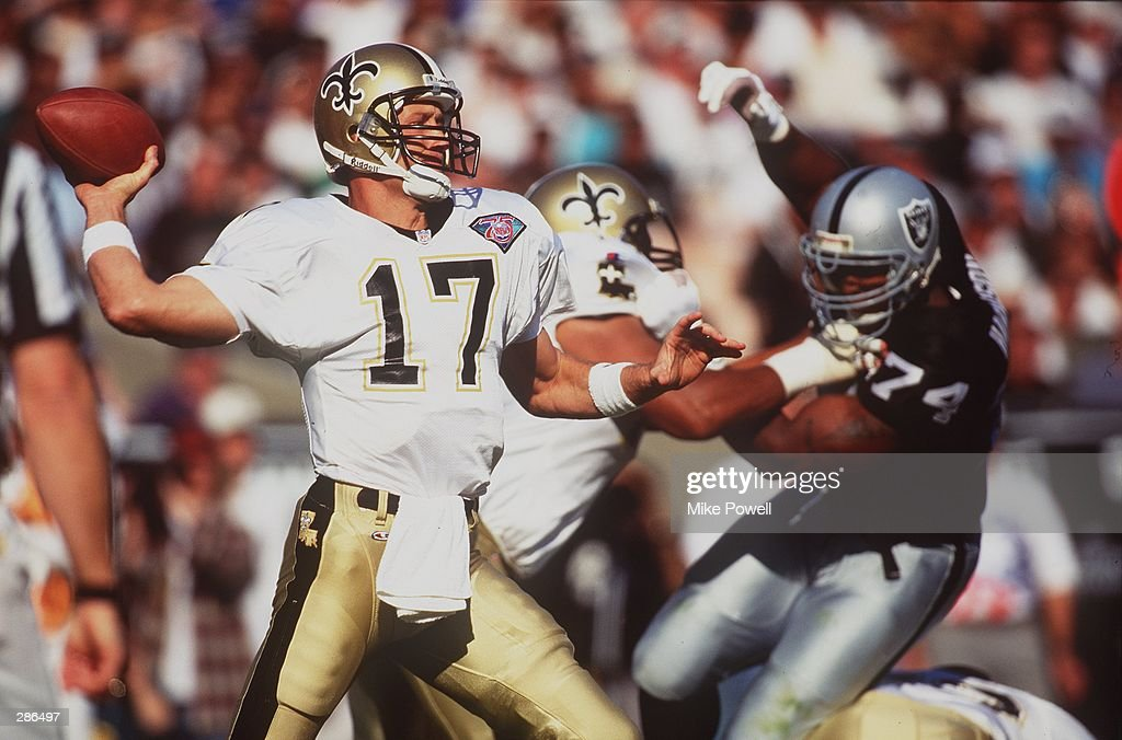 NEW ORLEANS QUARTERBACK JIM EVERETT STEPS TO THROW FROM THE POCKET DURING THE SAINTS GAME VERSUS THE LOS ANGELES RAIDERS AT THE LOS ANGELES MEMORIAL COLISEUM IN LOS ANGELES, CALIFORNIA.