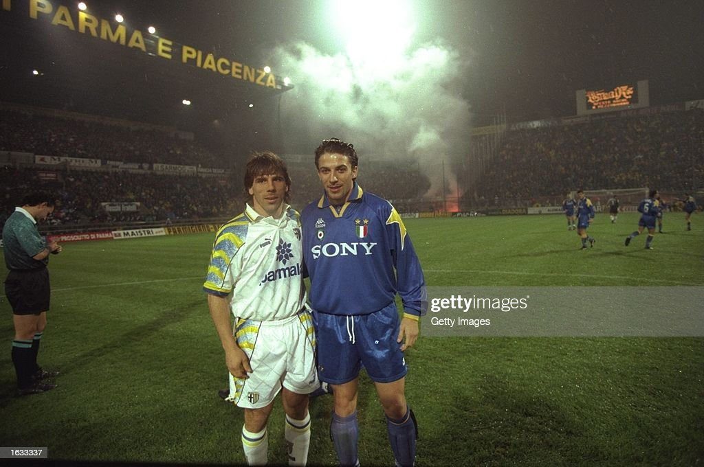 Gianfranco Zola of Parma and Alessandro Del Piero of Juventus : News Photo