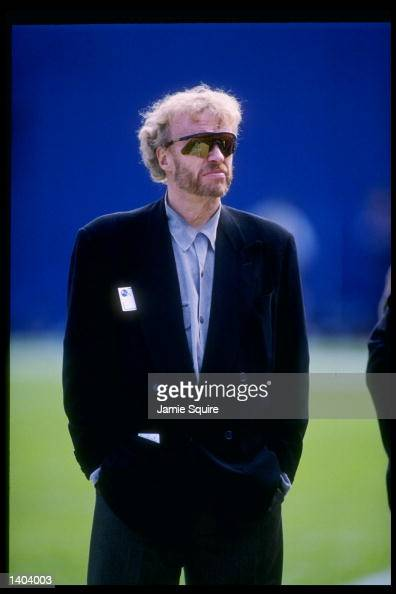 phil knight ceo at nike 1983 1983 nike introduces the pegasus phil knight steps down as the ceo and president of nike, but continues as chairman knight is replaced by william d perez as.