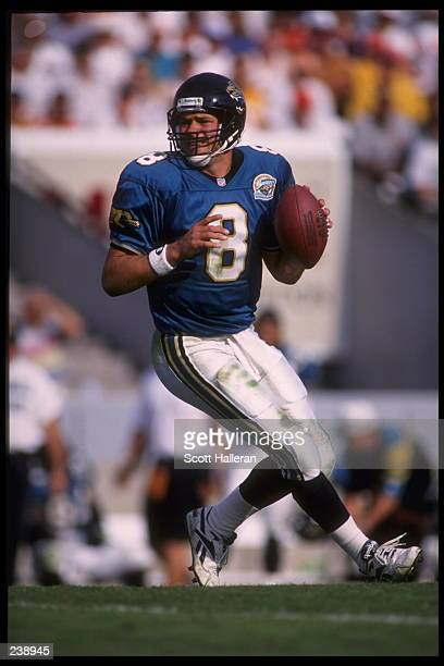 Quarterback Mark Brunell of the Jacksonville Jaguars drops back to pass during the Jaguars 1716 loss to the Tampa Bay Buccaneers game at Tampa...