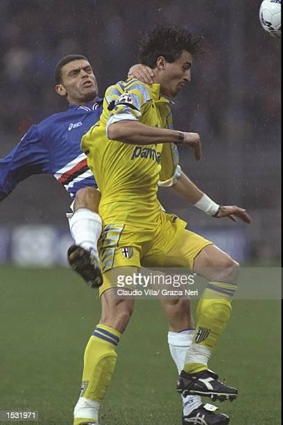 David Balleri of Sampdoria tangles with Dino Baggio of Parma during the Serie A match in Parma Italy. Mandatory Credit: Claudio Villa/Allsport