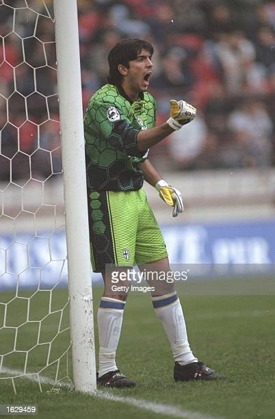 Gianluigi Buffon of Parma shouts at his defence during the Serie A match against Inter Milan at the Giuseppe Meazza Stadium in Milan Italy Inter won...