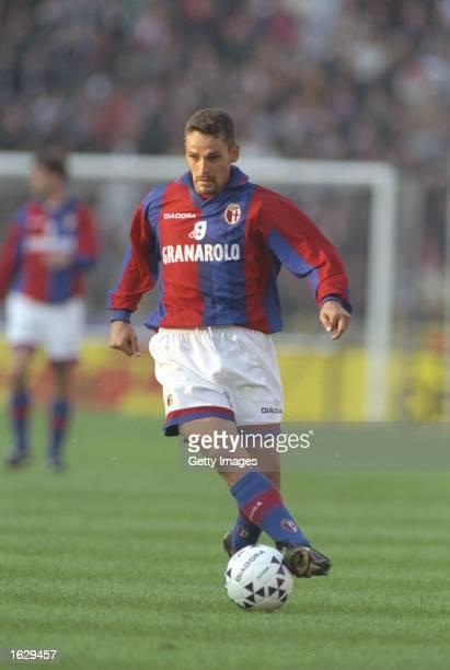 Roberto Baggio of Bologna in action during the Serie A match against Napoli at the Stadio Renato Dall''ara in Bologna, Italy. Bologna won 5-1. \...