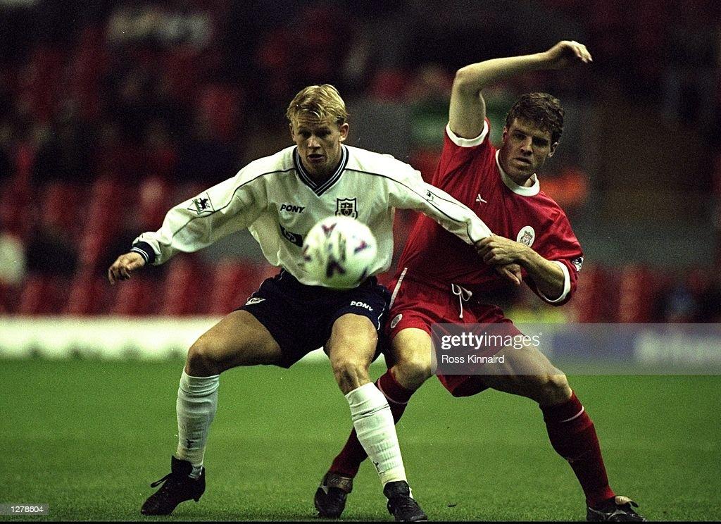 Steffen Iversen of Tottenham Hotspurs is challenged by Stig Bjornebye of Liverpool : News Photo