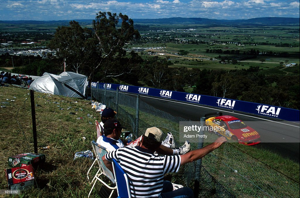 A general view of the action during the FAI 1000 at Mount Panorama, Bathurst, New South Wales, Australia. Mandatory Credit: Adam Pretty/ALLSPORT