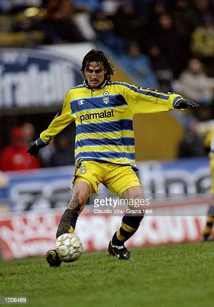 Dino Baggio of Parma in action against Cagliari during the Serie A match at the Stadio Tardini in Parma, Italy. \ Mandatory Credit: Claudio Villa...