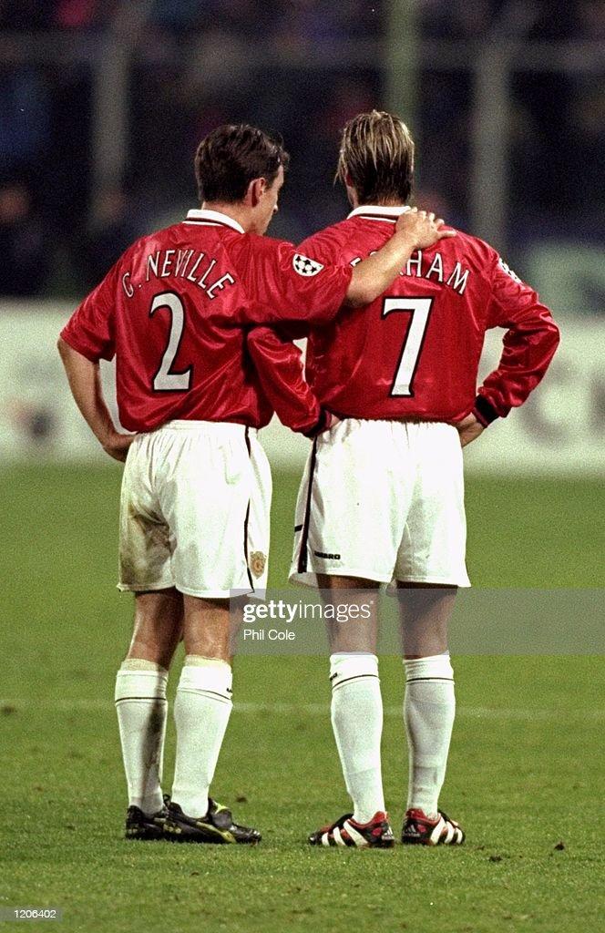 Gary Neville and David Beckham : News Photo