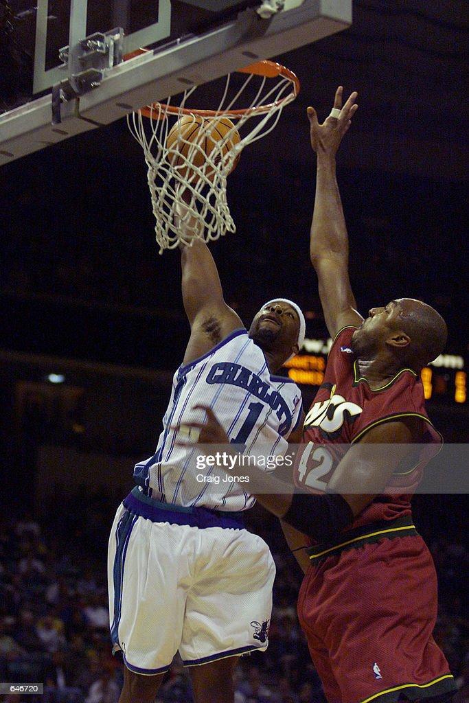 6383e10556c Sonics v Hornets Davis. 9 Nov 2000: Baron Davis #1 of the Charlotte ...