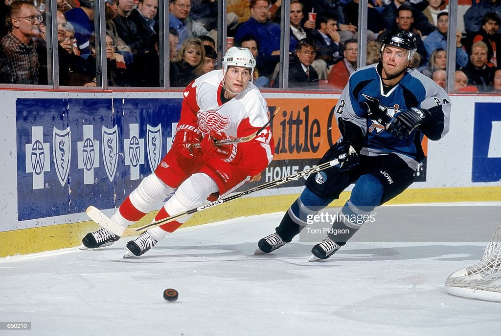 Boyd Devereaux #21 of the Detroit Red Wings moves for the puck with Niklas Sundstrom #24 of the San Jose Sharks at the Joe Louis Arena in Detroit, Michigan. The Red Wings defeated the Sharks 4-1.Mandatory Credit: Tom Pidgeon /Allsport