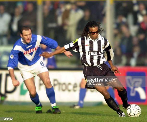 Edgar Davids of Juventus and Pier Paolo Bisoli of Brescia challenge for the ball during the Serie A 7th round league match between Brescia and...