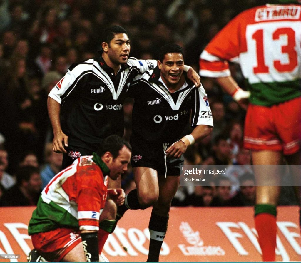 Lesley Vainikolo of New Zealand is congratulated by his team mate