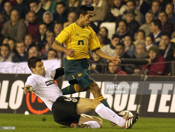 Bobby Petta of Celtic is challenged by Albelda of Valencia during the UEFA Cup Third round, first leg match between Valencia and Celtic at Stadio...