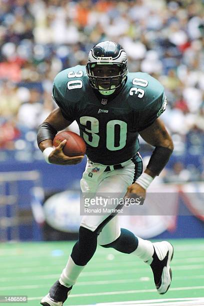 Brian Mitchell of the Philadelphia Eagles runs against the Dallas Cowboys at Texas Stadium in Irving TX The Eagles defeat the Cowboys 363 DIGITAL...