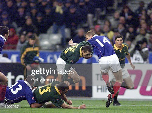 Conrad Jantjes of South Africa tries to make a break during the Test Match of South Africa v France in the Springboks Tour held at Stade de France, Paris. DIGITAL IMAGE. Mandatory Credit: Touchline Photo/ALLSPORT