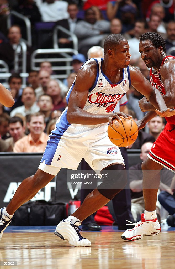 Elton Brand #42 of the Los Angeles Clippers tries to get to the basket past Charles Oakley #34 of the Chicago Bulls during the second half of a game at the Staples Center in Los Angeles, California. DIGITAL IMAGE.