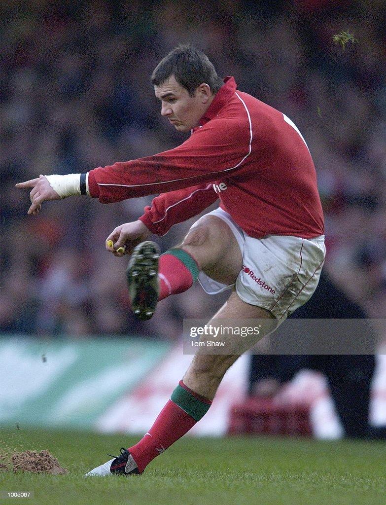 Iestyn Harris of Wales converts a ball during the Wales v Argentina International friendly match at the Millennium Stadium, Cardiff. DIGITAL IMAGE. Mandatory Credit: Tom Shaw/ALLSPORT