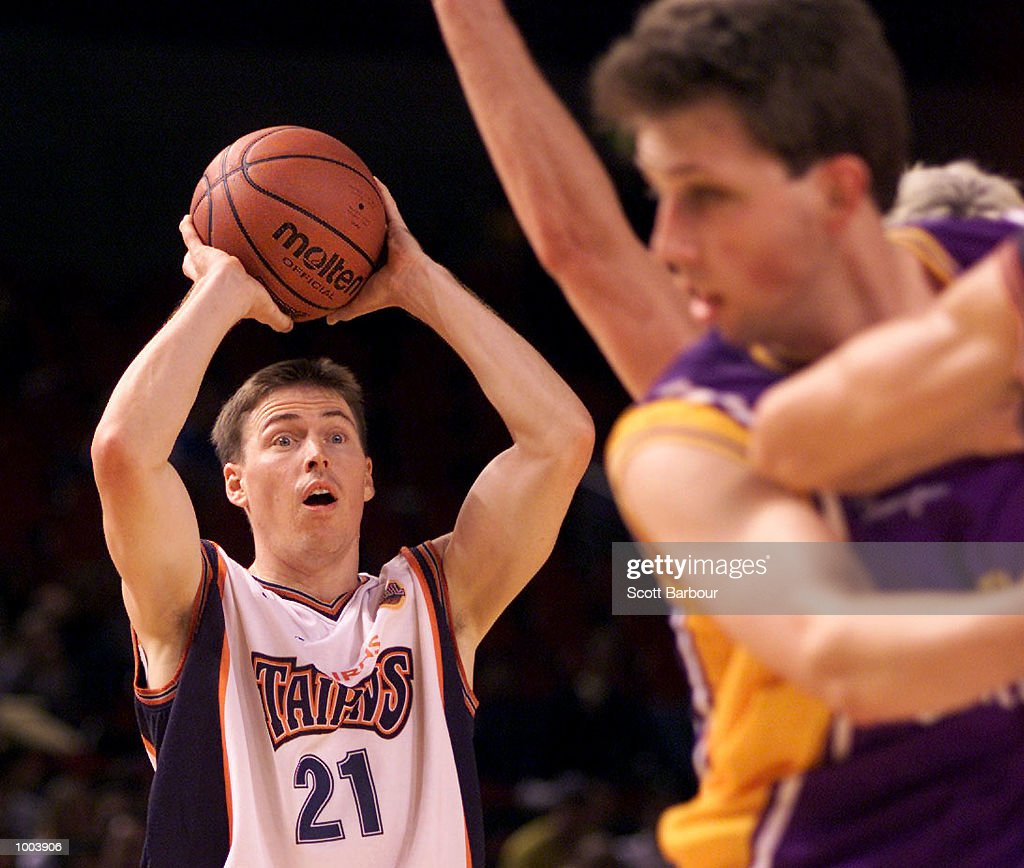 Jamie Pearlman #21 of the Taipans in action during the Sydney Kings v Cairns Taipans match held at the Sydney Superdome in Sydney, Australia. DIGITAL IMAGE. Mandatory Credit: Scott Barbour/ALLSPORT