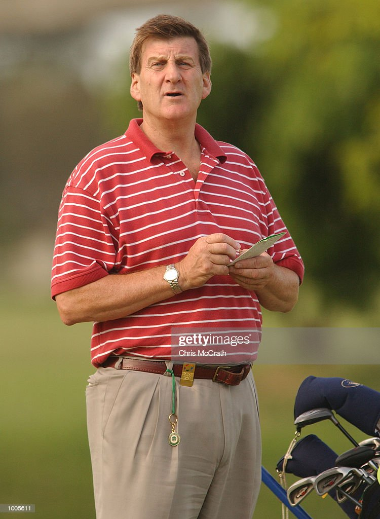 Jeff Kennett former Premier of Victoria keeps score on the 17th green during the Australian PGA Championship Pro AM held at Royal Queensland Golf Club, Brisbane, Australia. DIGITAL IMAGE Mandatory Credit: Chris McGrath/ALLSPORT