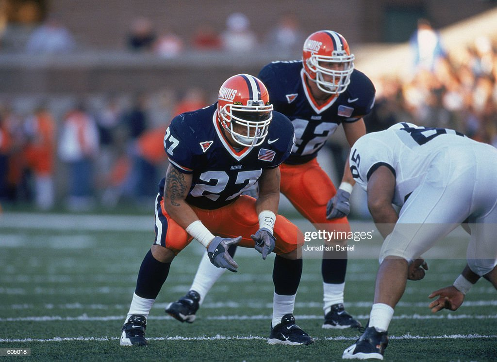 nov-2001-line-backer-ty-myers-of-the-illinois-fighting-illini-on-the-picture-id605018