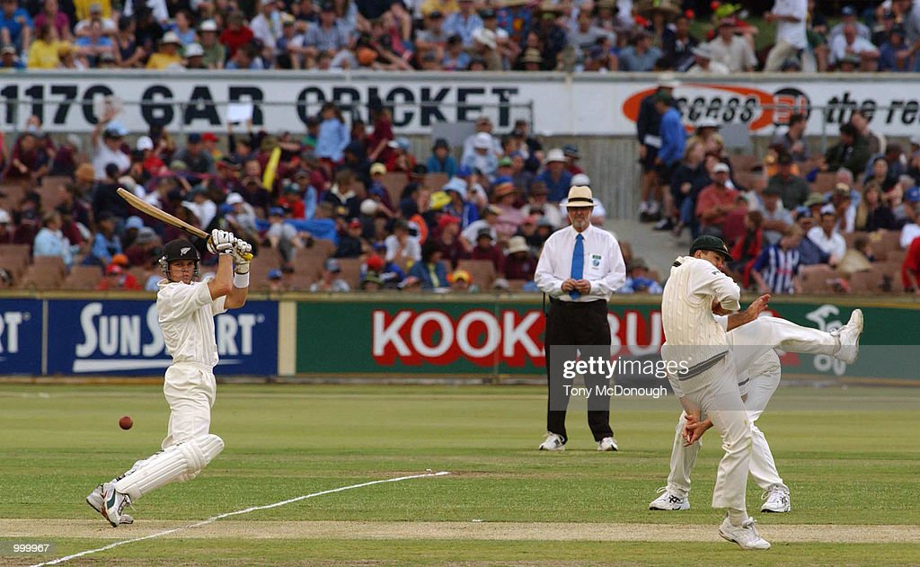 Lou Vincent for New Zealand makes fielder Ricky Ponting jump during the 3rd Test match between Australia and New Zealand at the WACA ground in Perth, Australia. DIGITAL IMAGE Mandatory Credit: Tony McDonough/ALLSPORT