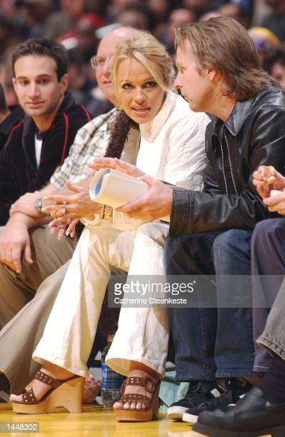 Pamela Anderson sits courtside at the Los Angeles Lakers game at Staples Center in Los Angeles California DIGITAL IMAGE NOTE TO USER User expressly...