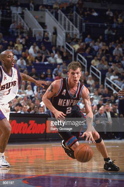 Point guard Jason Williams of the Memphis Grizzlies dribbles the ball during the NBA game against the Phoenix Suns at America West Arena in Phoenix...