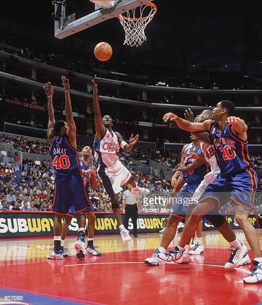 Point guard Jeff McInnis of the Los Angeles Clippers shoots past forward Kurt Thomas of the New York Knicks during the NBA game at the Staples Center...
