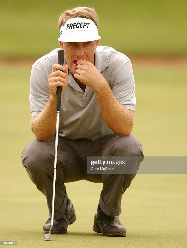 Stuart Appleby ponders over his putt on the 18th green during the first round of the Australian PGA Championships being played at Royal Queensland Golf Club, Brisbane, Australia. DIGITAL IMAGE Mandatory Credit: Chris McGrath/ALLSPORT