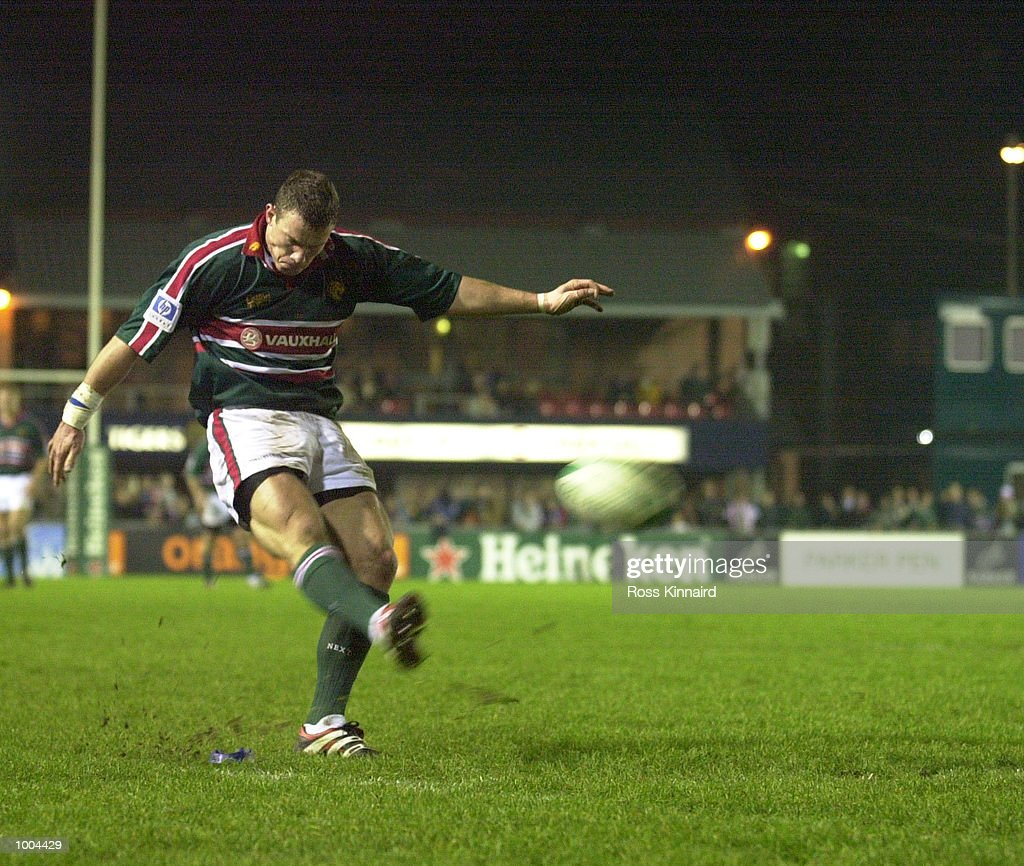 Tim Stimpson of the Leicester Tigers in action during the Leicester Tigers v Perpignan Heineken Cup match at Welford Road, Leicester. DIGITAL IMAGE. Mandatory Credit: Ross Kinnaird/ALLSPORT
