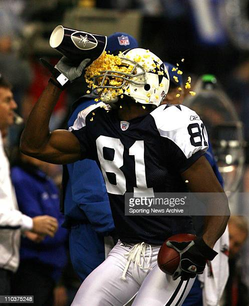 Nov 29 2007 Irving Texas USA The Green Bay Packers against the Dallas Cowboys TERRELL OWENS celebrates a TD that makes it 2710 Cowboys in the first...