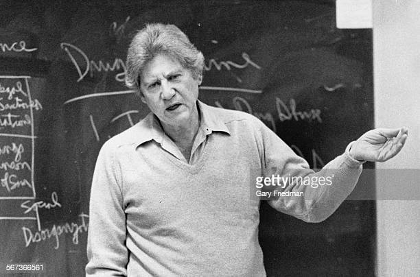 Dr Lewis Yabonsky criminologist at Cal State Northridge teaching a class For obit