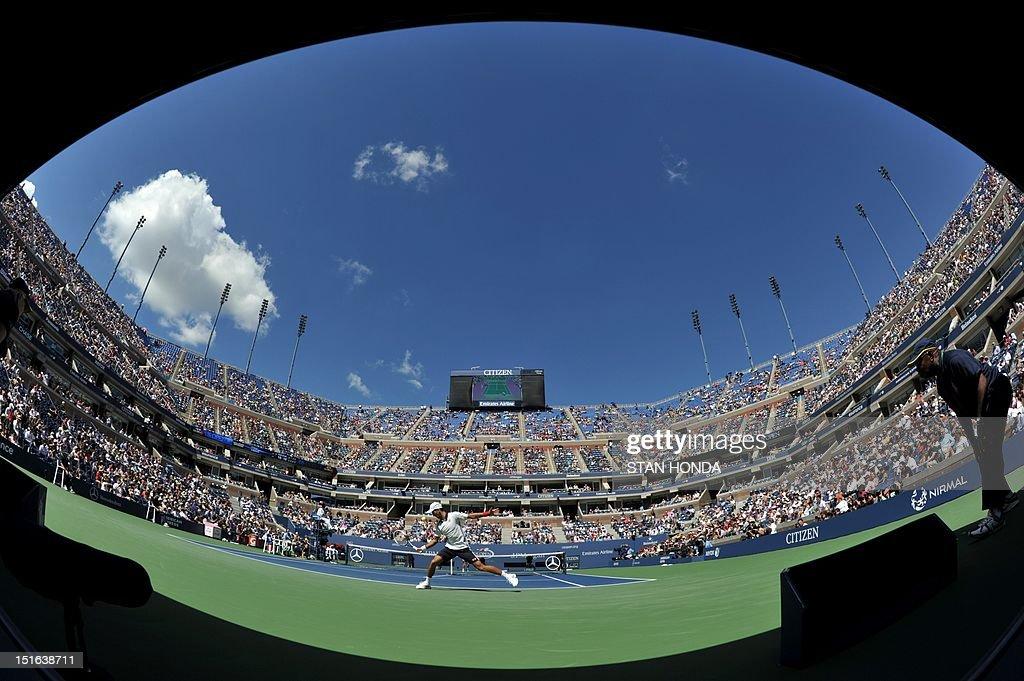 Novak Djokovic of Serbia returns a shot to David Ferrer of Spain during their men's singles semifinal match at the 2012 US Open tennis tournament September 9, 2012 in New York. AFP PHOTO/Stan HONDA
