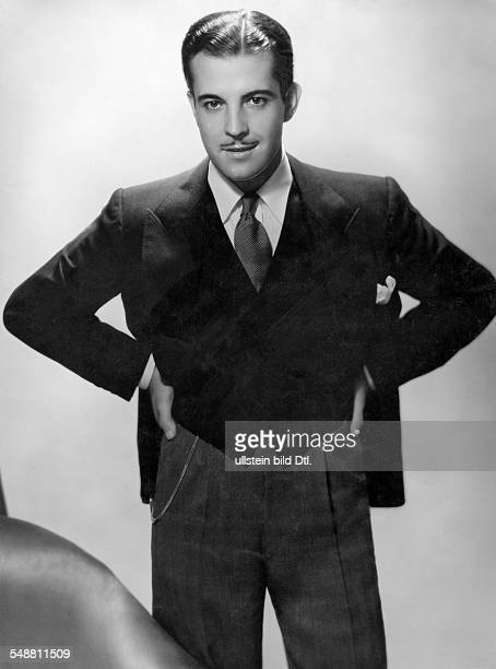 Novarro Ramon Actor Mexico *06021899 nee Ramon Gil Samaniego Portrait undated around 1930s Photographer George Hurrell Published by 'Koralle' 03/1939...