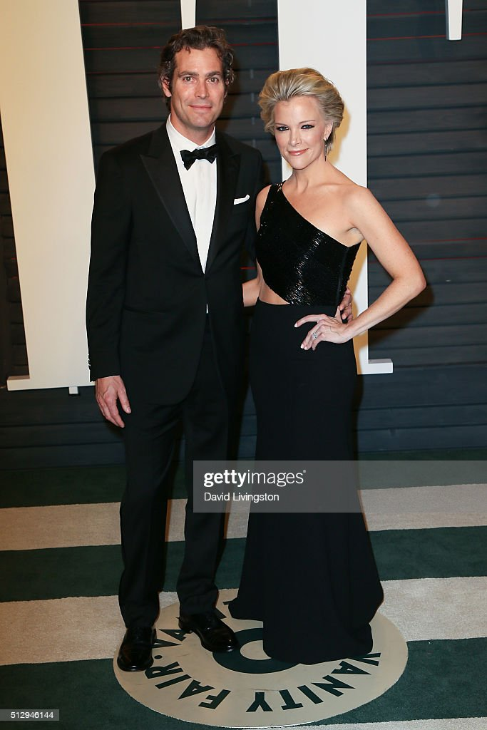 Novelist Douglas Brunt (L) and journalist Megyn Kelly arrive at the 2016 Vanity Fair Oscar Party Hosted by Graydon Carter at the Wallis Annenberg Center for the Performing Arts on February 28, 2016 in Beverly Hills, California.