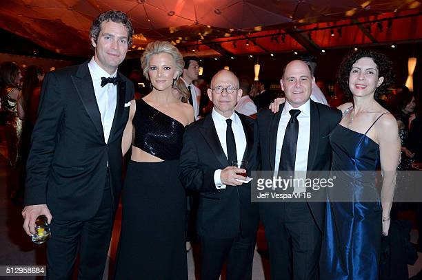 Novelist Douglas Brunt journalist Megyn Kelly actor Bob Balaban writer/producer Matthew Weiner and Linda Brettler attend the 2016 Vanity Fair Oscar...