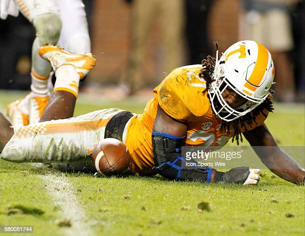Tennessee Volunteers linebacker Jalen Reeves-Maybin looks at the fumbled ball and attempts to recover it. The Tennessee Volunteers defeated the South...
