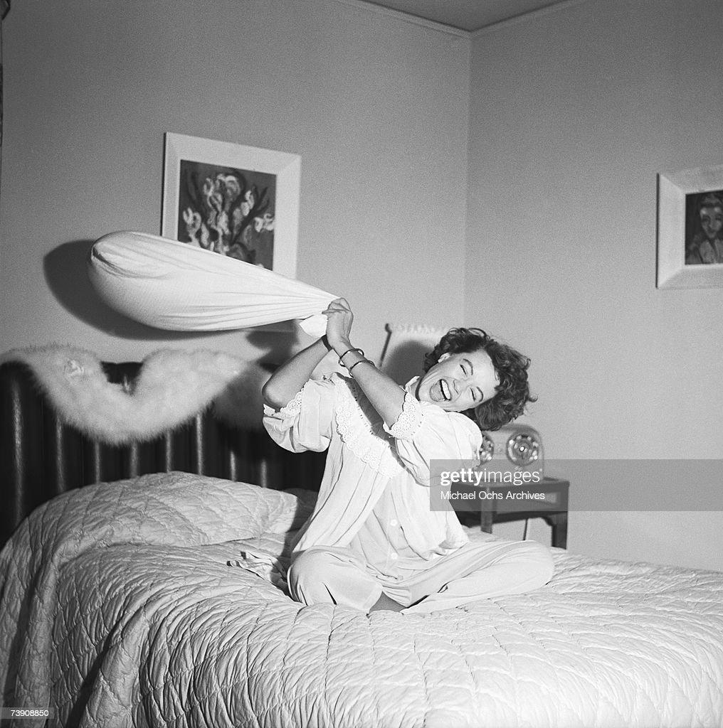 November 1, 1953, Los Angeles, Dorothy Malone : News Photo