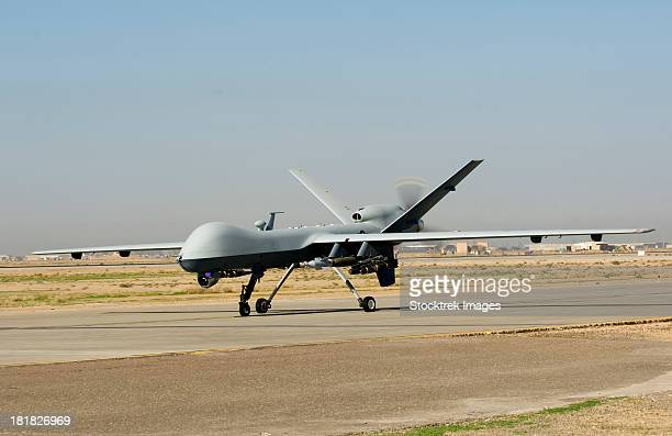 november 10, 2008 - a u.s. air force mq-9 reaper unmanned aerial vehicle lands at joint base balad, iraq.  - weaponry stock pictures, royalty-free photos & images