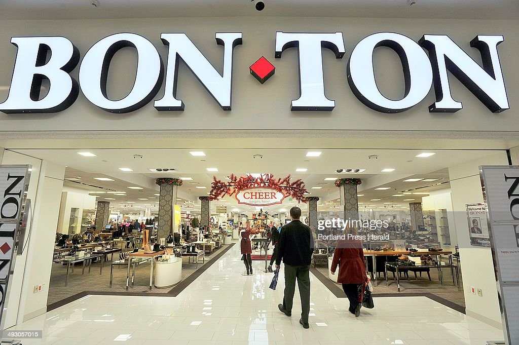 November 13, 2013�The holiday buying season is getting underway at the Maine Mall as stores are be : News Photo