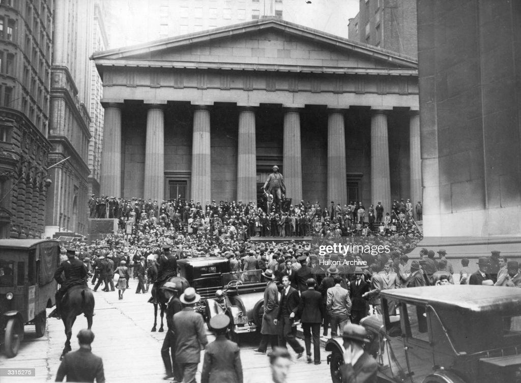 At Sub-Treasury : News Photo