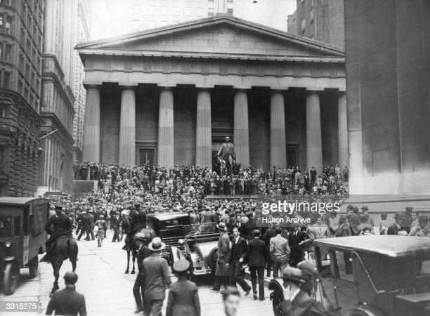 The Sub-Treasury Building opposite the Wall Street Stock Exchange in Manhattan, New York, at the time of the Wall Street Crash.