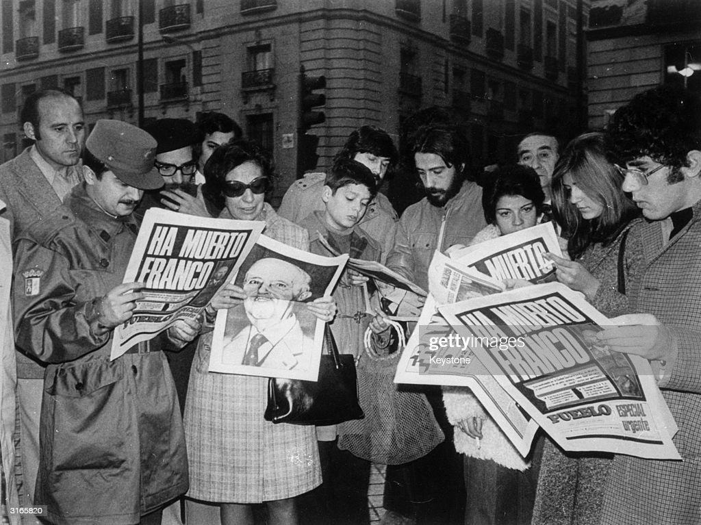 Crowds in Madrid reading news of General Franco's death.