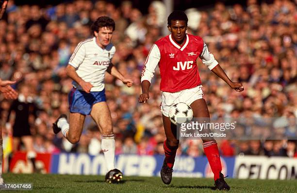 08 November 1986 Football League Division One Arsenal v West Ham United David Rocastle on the ball for Arsenal