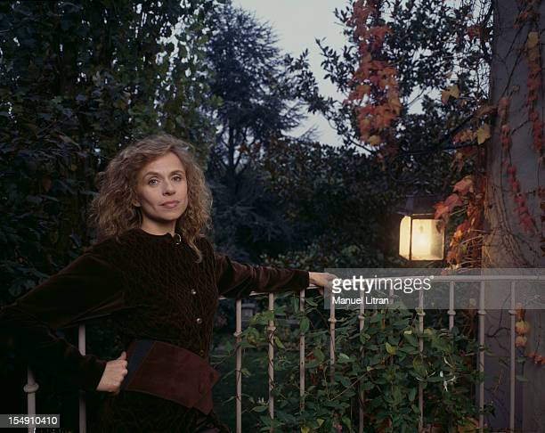 November 1987 during the play 'Crimes of the Heart' to play at the Theatre Potiniere the actress Elisabeth Depardieu in his house in Bougival in the...