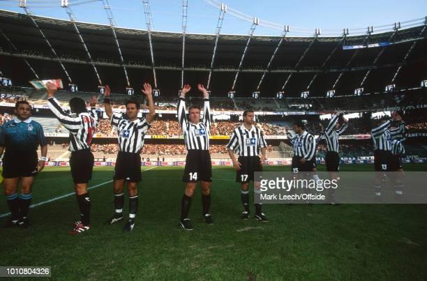 01 November 1998 Turin Serie A Calcio Juventus v Sampdoria Juventus players wave to the supporters at the Stadio Delle Alpi