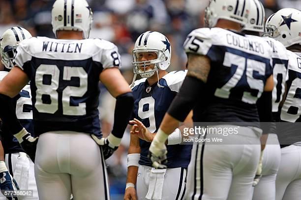 23 November 2008 Tony Romo of the Dallas Cowboys talks in the huddle during the Cowboys 3522 win over the San Francisco 49ers at Texas Stadium in...