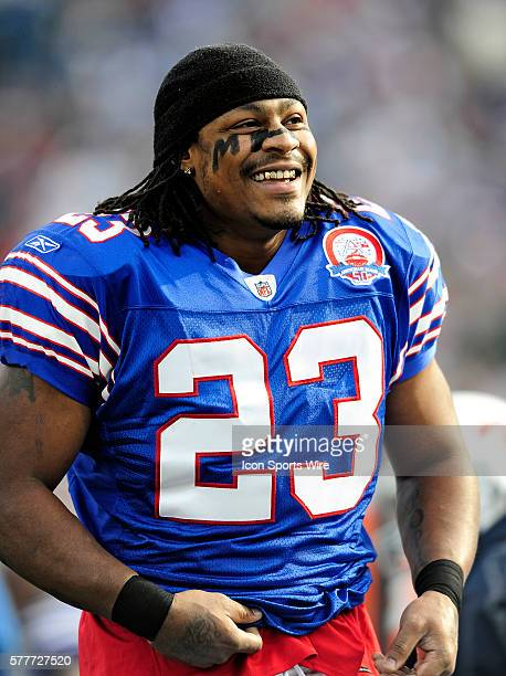 low priced 9acc5 2295c Buffalo Bills' running back Marshawn Lynch warms up prior to ...
