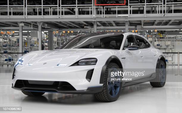 29 November 2018 BadenWuerttemberg Stuttgart A study Porsche Mission E Cross Turismo stands in front of the assembly line for the Taycan Edrive Photo...