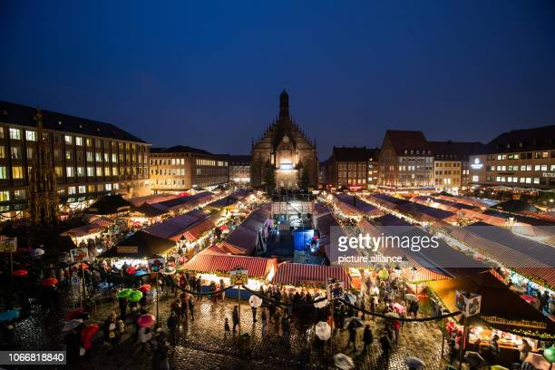 November 2018, Bavaria, Nürnberg: Overview of the Nuremberg Christkindlesmarkt. Thousands of visitors defied the rain and in the early evening...