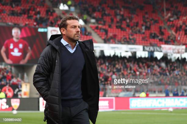 Soccer Bundesliga 1st FC Nuremberg VfB Stuttgart 11th matchday in Max Morlock Stadium Stuttgart coach Markus Weinzierl crosses the court before the...